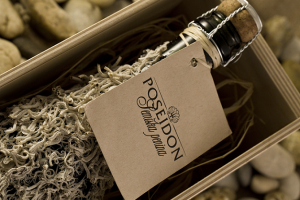 Poseidon 0.75l, wooden gift box