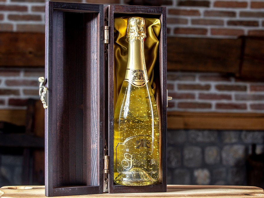 Semiška Gold 0.75l, wooden gift box