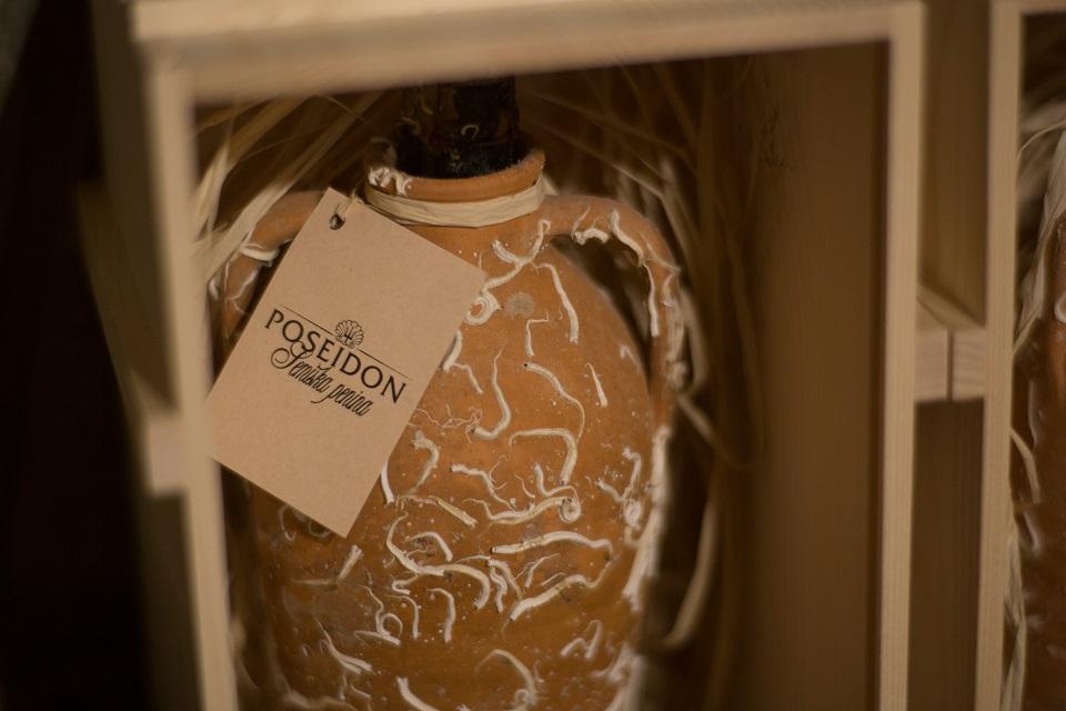 Poseidon Amphora 0.75l, wooden gift box